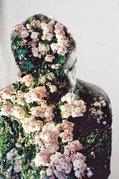 """""""E de repente meu corpo se tornou flores. Nada mais que isso, e tudo que me passa na memoria agora são coisas de minha velha infância. F..."""