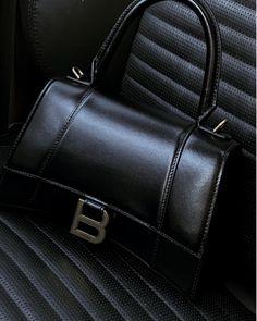 New Balenciaga, Balenciaga Handbags, Hourglass Outfits, Accesorios Casual, Cute Handbags, Vuitton Bag, Cloth Bags, Chanel Boy Bag, Purses And Bags