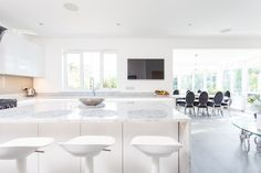 Handleless German Nolte Kitchen in Lux Gloss White with Matrix Art under counter lighting and a marble worktop. White Gloss Kitchen, White Marble Kitchen, Kitchen Living, New Kitchen, Under Counter Lighting, Marble Worktops, German Kitchen, Bespoke Kitchens, House Extensions