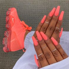 ongles néon corail fluo coffin nails baskets assortis acrylic nails coffin - acrylic nails short - a Neon Coral Nails, Bright Summer Acrylic Nails, Best Acrylic Nails, Coral Acrylic Nails, Summer Nails Neon, Spring Nails, Bright Pink Nails, Coral Nails With Design, Colourful Acrylic Nails