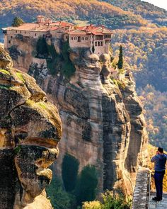 Meteora 10 day Balkans Road Trip Itinerary: North Macedonia, Albania and Greece Road Trip Map, Europe Holidays, Bali, Beautiful Places To Visit, Places Around The World, How To Take Photos, Vacation Trips, Vacations, Travel Around