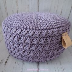 Příze na háčkování, návody na háčkování zdarma, kožené polotovary na kabelky Crochet Pouf, Crochet Hats, Merino Wool Blanket, Fiber Art, Diy And Crafts, Weaving, Knitting, Key Holders, Crocheting