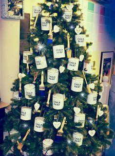 Annie Sloan Krijtverf en Annie Sloan Workshops http://www.debestekrijtverf.nl | Our Annie Sloan themed Christmas Tree! #ChalkPaint #dovetails