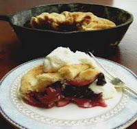 Fresh cherry pie roasted in an iron skillet in the wood oven - torta rústica de cerejas frescas assada no forno a lenha
