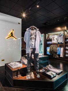 2c8c9b2d80c74 Nike HOUSE OF HOOPS BY FOOT LOCKER – MADISON SQUARE GARDEN Hoop Dreams