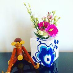 Made by Me: 3 i 1 kasse - Perleblomstskjuler, servietholder eller sparekasse i Hamaperler DIY Hama Beads 3d, Hama Beads Design, Hama Beads Patterns, Beading Patterns, Royal Copenhagen, Fun Crafts, Diy And Crafts, Workshop, Pixel Art