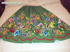 Lorca (Murcia). Refajo. Murcia, Folk Embroidery, Outdoor Blanket, Holiday Decor, Skirts, Barcelona, Cushions, Dresses, Flowers