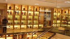 Gold Museum di Bogota adalah salah satu museum yang paling penting Columbia, karena menampilkan koleksi kerajinan emas yang luar biasa darimasa Pra Hispanik. Museum Emas di Bogota ini memiliki lebih dari 34.000 keping emas, milik budaya asli yang hidup lebih dari 500 tahun yang lalu, selama Kekaisaran Inca dan jauh sebelum itu.