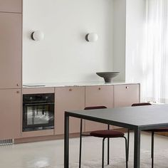 Helsingö cabinets are built on IKEA cabinet frames. IKEA is second to none when it comes to creating inexpensive, yet durable kitchen and wardrobe cabinets. Kitchen Chairs, Kitchen Furniture, Kitchen Interior, Furniture Nyc, Cheap Furniture, Luxury Furniture, Home Kitchens, Ikea Kitchens, Ikea Kitchen Doors