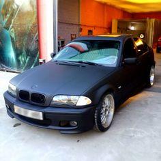 BMW gedippt mit AutoSprühFolie schwarz matt und ASF Klarlack matt als Versiegelung