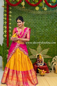 Varalakshmivratam decor by photoshoot by for Designer Makeup Photography Jewellery Poolajada 📷 we use only natural materials for the most important events of your life.Totally eco-friendly backdrops using all traditional and natural materials. Wedding Saree Blouse Designs, Pattu Saree Blouse Designs, Half Saree Designs, Saree Blouse Patterns, Lehenga Designs, Bridal Silk Saree, Designer Bridal Lehenga, Saree Wedding, Half Saree Lehenga