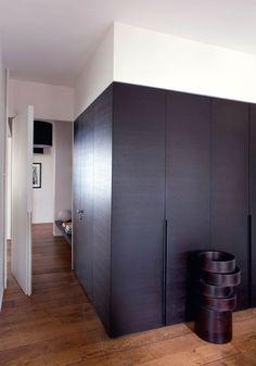 Réalisation de placards sur mesure - Un appartement d'architecte rénové à Paris - CôtéMaison.fr