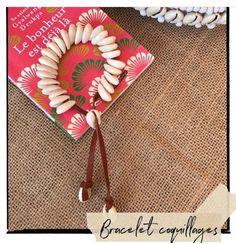 J'ai le plaisir de vous présenter cet article de ma boutique #etsy: Bracelet 28 coquillages cauries naturels sur cordon de cuir fauve ajustable par liens coulissants Bijou de plage bohème waterproof Boutique Etsy, Creations, Tableware, Bracelets, Bohemian Beach, Beach Jewelry, Sea Shells, Cords, Dinnerware