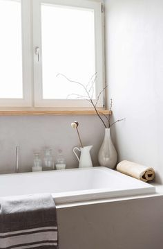 Neutral bath home bathroom banyo. Home Decor Styles, Laundry In Bathroom, Minimalist Interior, Interior, Home Staging, Home Decor, Bathroom Decor, Bathroom Inspiration, Home Decor Furniture