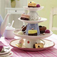 Surpreenda as amigas no chá da tarde ao servir os doces e bolos dessa forma criativa.