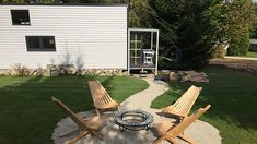 Tiny House-Village Mehlmeisel | Bild: BR-Studio Franken / Christiane Scherm Tiny House Village, Outdoor Furniture, Outdoor Decor, Sun Lounger, Bunt, Patio, Studio, Home Decor, Fall Leaves