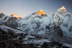 Mt.Everest and Nuptse from Kalla Pathar | par camelos