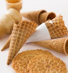 Close up of empty ice cream cones and wafers Waffel Cookies, Cake Cookies, Cookie Recipes, Snack Recipes, Snacks, Mini Cakes, Cupcake Cakes, Decadent Cakes, Pan Dulce