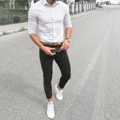 Chamaripa sneaker elevator shoes, popular white sneaker elevator shoes collocate the white shirt and black casual pants,make you taller and leisure.