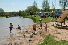 Der Mohrenhof Franken Hof bietet echtes Bauernhof-Camping. Dazu kommt ein schöner Badeweiher und tolle Spielmöglichkeiten für die Kids!