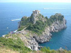 A terrace overlooking the sea in Conca dei Marini