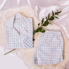 Conjunto camisa + shortinho de linho. White Shorts, Women, Fashion, Yarns, Moda, Fashion Styles, Fashion Illustrations, Woman