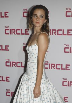 Emma Watson Milky Cleavage Pictures – Hot and Sexy Actress Pictures Silver Outfits, Pink Outfits, White Outfits, Grey Saree, Orange Saree, Emma Watson Pics, Diana Penty, Emma Watson Sexiest, My Emma