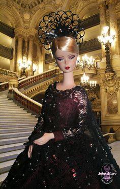 Portrait 3 of Spleen de Paris by Sebastian Atelier. Background Opera Garnier