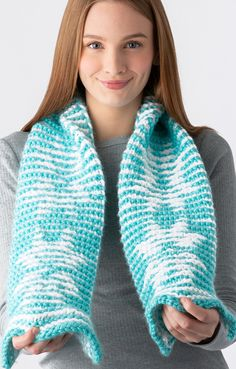 It's an illusion! Introducing Illusion Knitting… Create a design that is hidden in your knit. Amanda shares the … Loom Knitting Patterns, Knitting Projects, Crochet Chain, Crochet Hooks, Bernat Softee Chunky, Bind Off, Yarn Colors, Illusions, Amanda