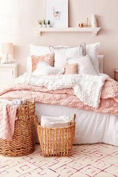 Dusty Pink Bedroom, Rose Bedroom, Pink Bedroom Design, White Bedroom Decor, Pink Room, Bedroom Colors, Home Decor Bedroom, White Bedrooms, Bedroom Designs