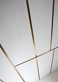 Contemporary made to measure Italian wall panels in plain or lacquered wood with brass inserts. This luxury wall cladding solutions includes integrated brass shelves, crystal cases, and sliding and hinged doors for bespoke projects. Wood Wall Design, Feature Wall Design, Ceiling Design, Door Design, Wall Panel Design, Modern Wall Paneling, Panelling, Sliding Wall, Sliding Doors
