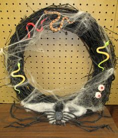 Simple Halloween Wreath - Sharing is Caring Halloween Blog Hop - A Spectacled Owl #sharingiscaringbloghop