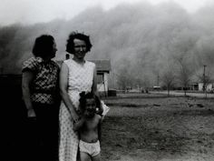 As a black blizzard rolls in to Ulysses, Kansas, two women and a girl pose for a photograph before taking shelter. Take Shelter, Dust Bowl, Environmental Science, Girl Poses, Photo Galleries, Shit Happens, Couple Photos, Gallery, 1930s