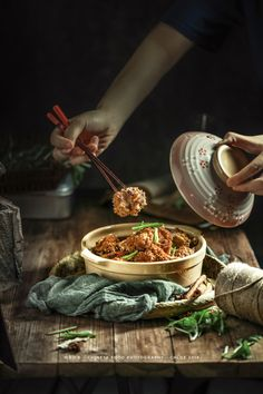 Dark Food Photography, Food Photography Styling, Food Styling, Traditional Chinese Food, Best Chinese Food, Food Concept, Healthy Foods To Eat, Food Design, Asian Recipes