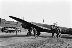 Bristol Blenheim, Lieutenant General, Ww2 Aircraft, Helmets, World War Ii, Fighter Jets, British, Type, Hard Hats