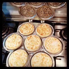 Cuocendo le crescentine modenesi (Tigelle) - Instagram by lucag1978