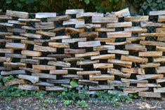 How to Build a Firewood Fence : 4 Steps - Instructables Bamboo Garden Fences, Diy Garden Fence, Indoor Garden, Pallets Garden, Log Fence, Pallet Fence, Pallet Planters, Wood Fences, Rustic Fence