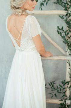Teona Embroidered wedding dress