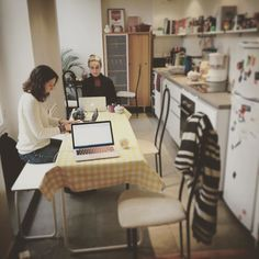 It's #friday ! Where do u #work today ? Join us for #coworking at #home ! #homeoffice today at Marc's place :)