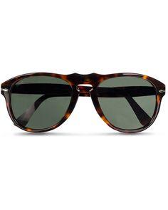 •Solglasögon i modellen 649 från Persol.• Italienska Persol är ett ...
