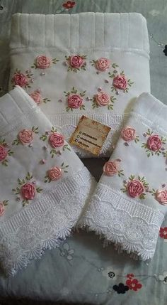 Wonderful Ribbon Embroidery Flowers by Hand Ideas. Enchanting Ribbon Embroidery Flowers by Hand Ideas. Silk Ribbon Embroidery, Hand Embroidery Designs, Embroidery Stitches, Embroidery Patterns, Embroidery Applique, Towel Crafts, Embroidered Towels, Brazilian Embroidery, Linens And Lace