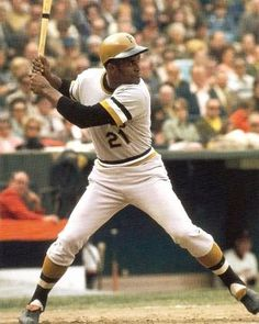 Roberto Clemente played right field for the Pittsburgh Pirates from 1955 until his death in He was inducted to the Baseball Hall of Fame in Pirates Baseball, Baseball Star, Baseball Photos, Sports Photos, Baseball Players, Baseball Cards, Cardinals Baseball, Roberto Clemente, Pittsburgh Sports