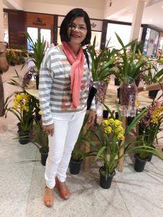As flores me encantam com sua beleza. Suas cores são perfeita e natural ao coração de quem ama.