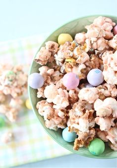 Salted Caramel Easter Popcorn ~ This sweet and salty popcorn treat is perfect for Easter and spring time snacking!