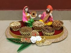 Cozy-Chic Wedding Decoration Ideas to Enchant Your Big Day Hasil gambar untuk trousseau tray decoration Thali Decoration Ideas, Fruit Decorations, Festival Decorations, Stage Decorations, Decor Ideas, Wedding Gift Baskets, Wedding Gift Wrapping, Indian Wedding Gifts, Indian Wedding Decorations