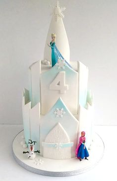 Frozen Castle birthday cake via Swirls Bakery in Nottingham.
