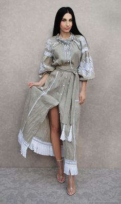 Order Luxurious dress in boho style 'White grass' hand embroidery. Linen Dresses, Modest Dresses, Sexy Dresses, Casual Dresses, Fashion Dresses, Stylish Work Outfits, Chic Outfits, Estilo Olivia Palermo, Mode Abaya