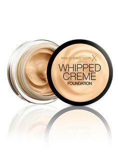 Max Factor 'Whipped Creme Foundation', base de maquillaje de textura batida. Matifica, uniformiza y ofrece un acabado radiante. De Max Factor (9,95 €).