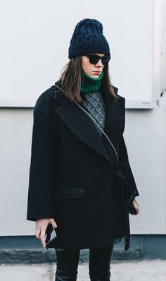 Scroll through the best winter street style shots of 2016 for endless holiday outfit inspiration. Cute Winter Outfits, Simple Outfits, Street Style Looks, Street Style Women, Streetwear, New York Outfits, Nyc Girl, Garance, Collage Vintage