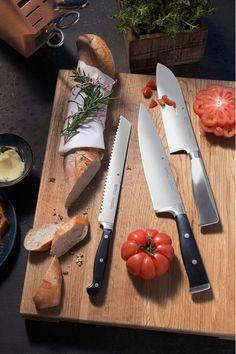 Cuțitul bucătarului sau cel clasic este de un real ajutor.#set cutite#cutitul bucatarului Magnetic Knife Strip, Butcher Block Cutting Board, Knife Block, Cheese, Kitchen, Food, Cooking, Eten, Kitchens